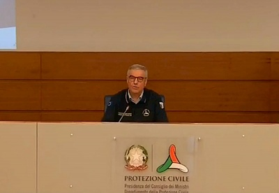 Click image for larger version  Name:italy press conference sign.jpg Views:49 Size:37.2 KB ID:43036