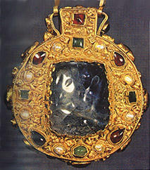 Name:  Charlemagne had this talisman made for Hildegarde.jpg Views: 491 Size:  34.8 KB