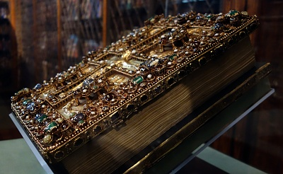 Click image for larger version  Name:Charlemagne's Lindau gospel front.jpg Views:195 Size:370.1 KB ID:32781