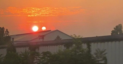 Click image for larger version  Name:Two suns.jpg Views:840 Size:19.4 KB ID:30425