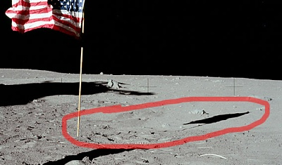 Click image for larger version  Name:apollo11_flag_AS11-40-5905.jpg Views:22 Size:69.0 KB ID:45623