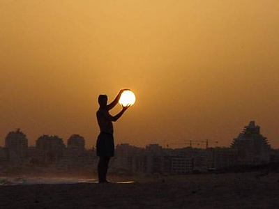 Click image for larger version  Name:Holding the Sun.jpeg Views:336 Size:9.5 KB ID:30884