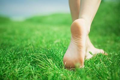 Click image for larger version  Name:feet_on_grass_.jpg Views:127 Size:41.3 KB ID:12734