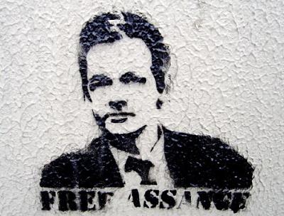 Click image for larger version  Name:Banksy_Free_Assange.jpg Views:9 Size:61.9 KB ID:42534